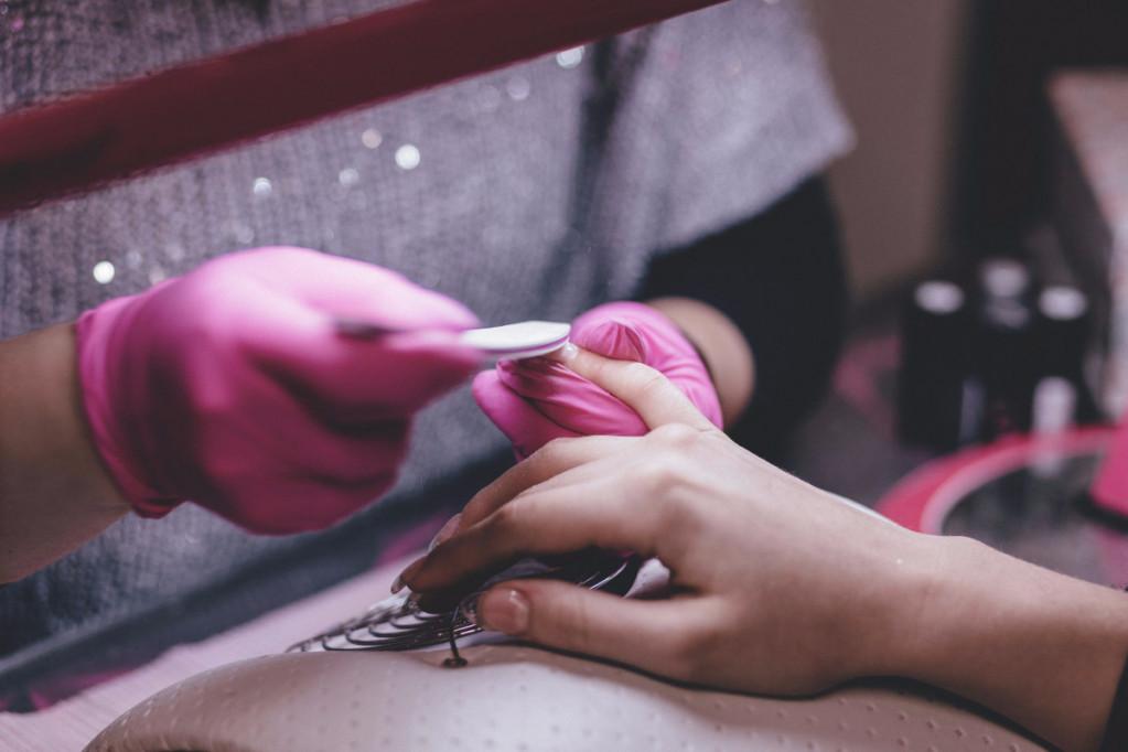 Gele neglelak er sidste nye trend
