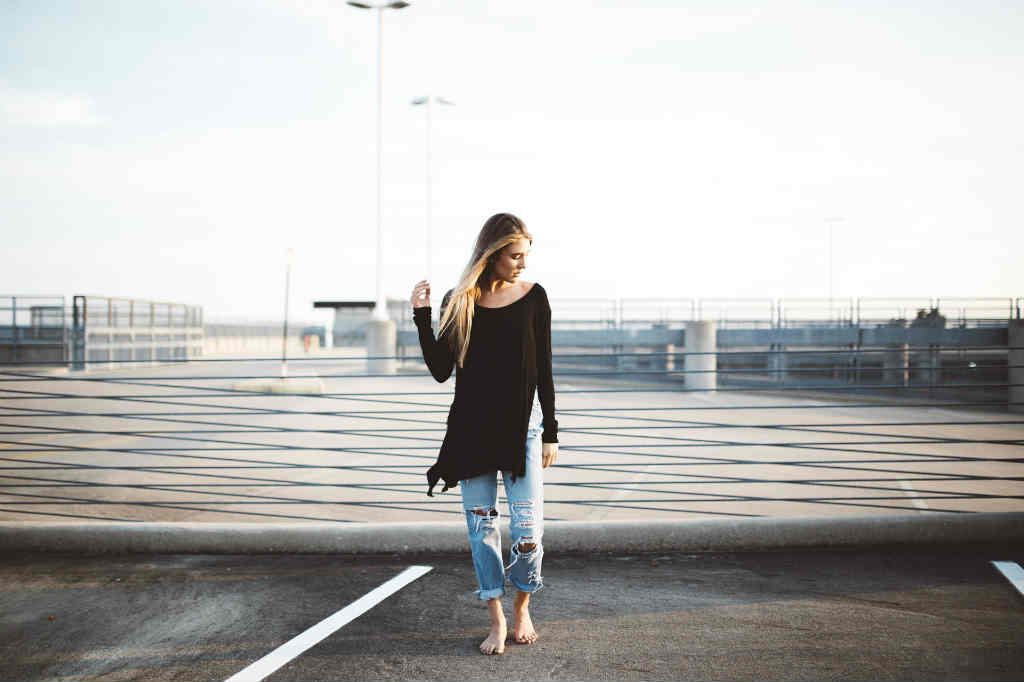 køb smarte hullede jeans til kvinder