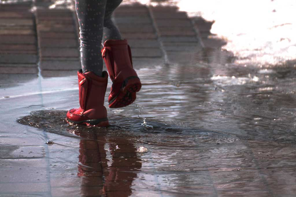find det rigtige regntøj til børn så de holder sig tørre