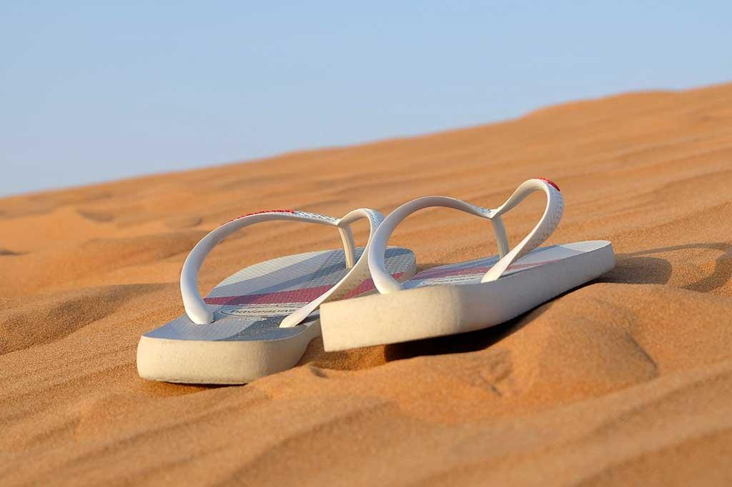 find en let strandkjole til at trække over til en strandtur