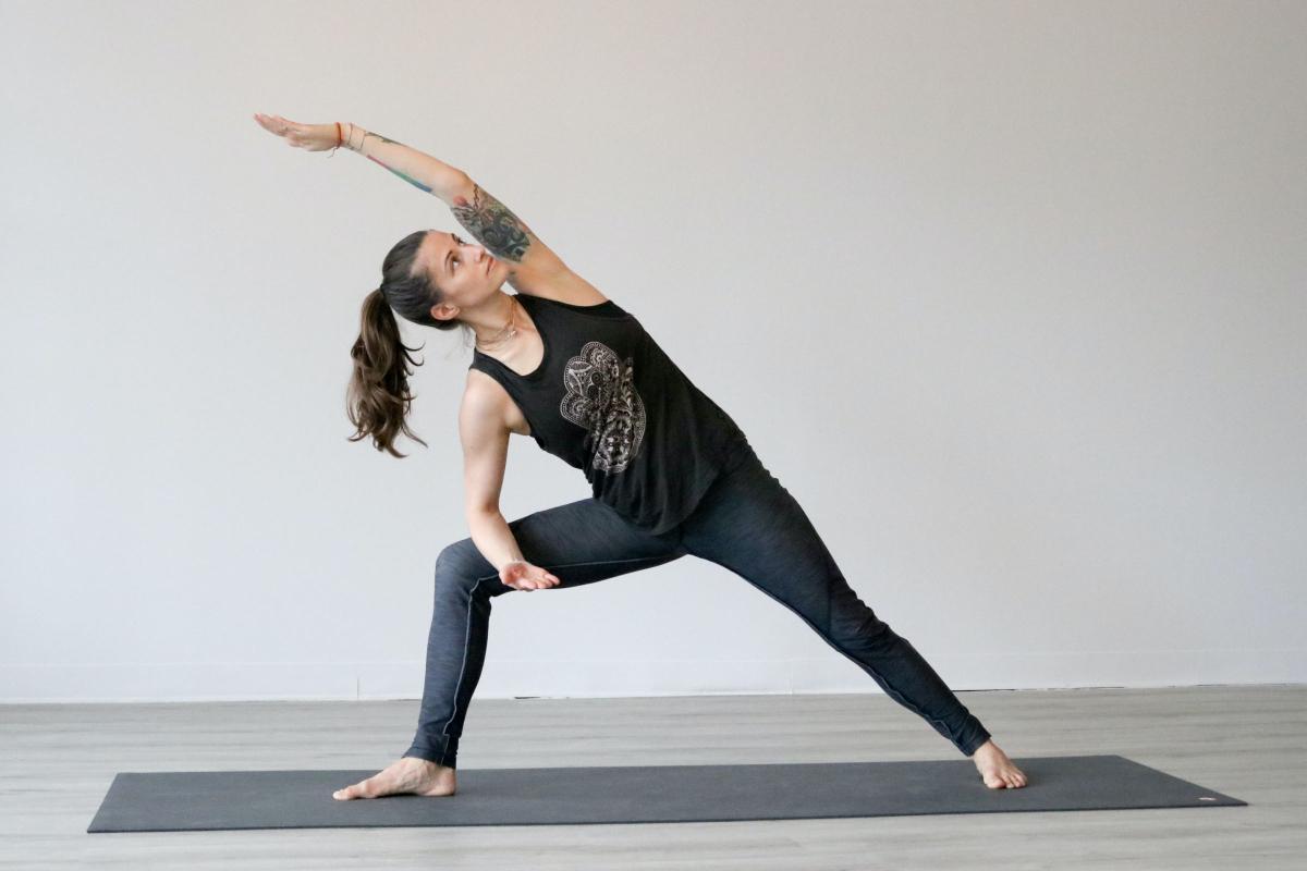 Tab de ekstra kilo med en yogamåtte med disse 4 tips